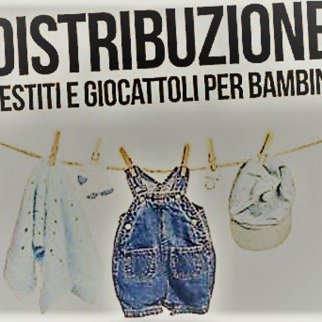 Distribuzione gratuita vestiti, prodotti igiene e giocattoli per bambini